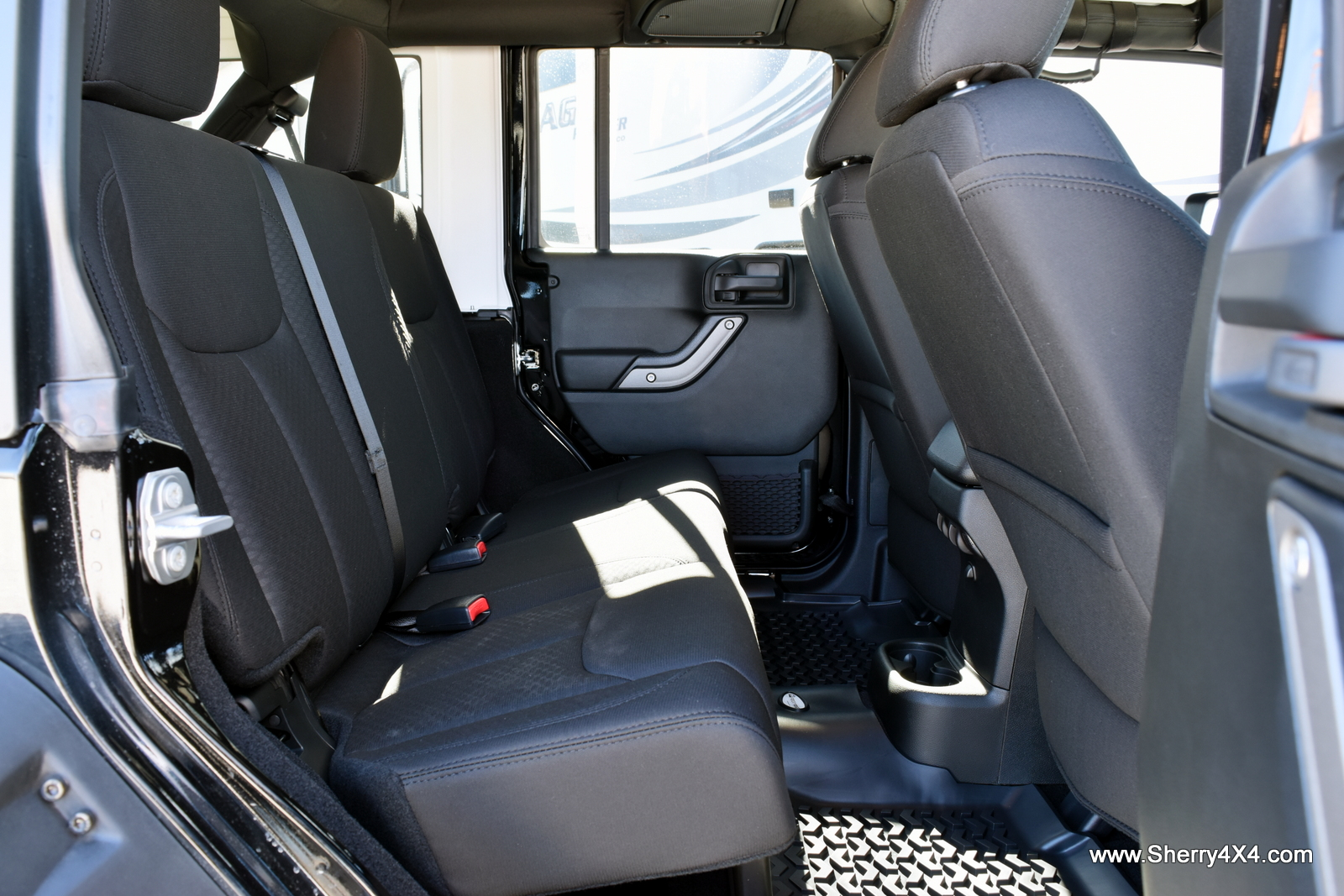 3 car seats in jeep wrangler unlimited cars image 2018. Black Bedroom Furniture Sets. Home Design Ideas